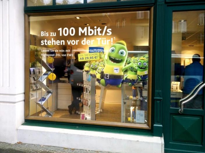 Schaufensterbeklebung EWE Mbit/s