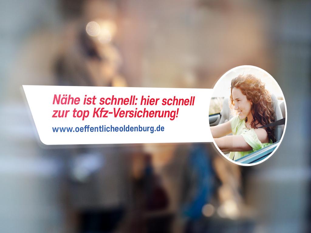 kfz-kampagne-kfz-versicherung-oeffentliche-oldenburg-schaufenster-aufkleber-fensterbeklebung-aufklebergestaltung.