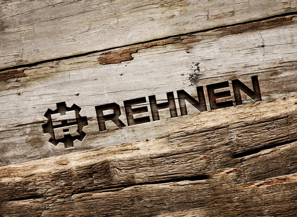 Rehnen-Logo als Gravur in Holz